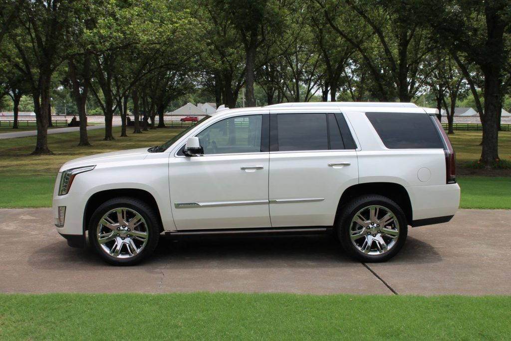 2015 Cadillac Escalade Premium – EXCELLENT CONDITION INSIDE AND OUT